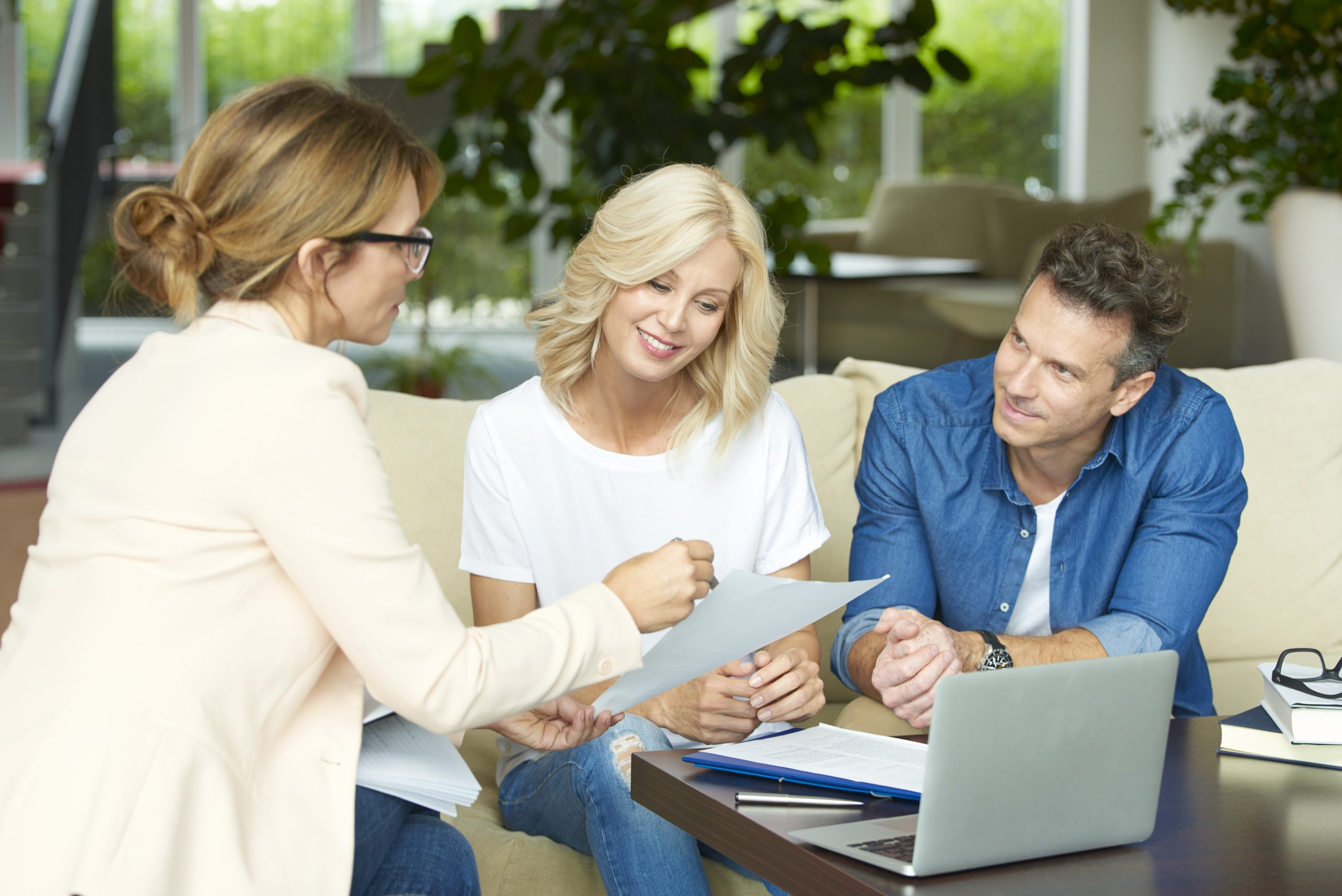 Couple with mortgage broker